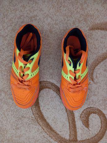 Продам спортивне взуття 33 розмір для дитини.