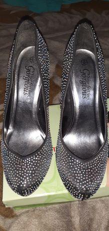 Туфлі зі стразами