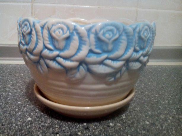 Керамический горшок для цветов.