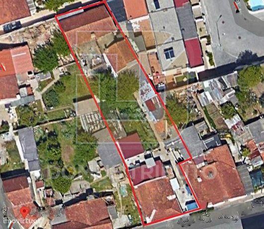 Terreno no Centro de Guifões com 791m2 -  Maia