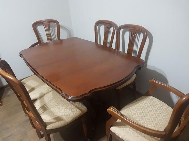Solidny zestaw. Stół rozkładany oraz 6 krzeseł w tym dwa carvery.