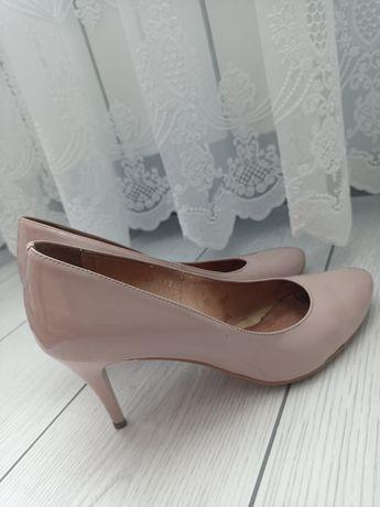 Шкіряні лаковані жіночі туфлі 38 р