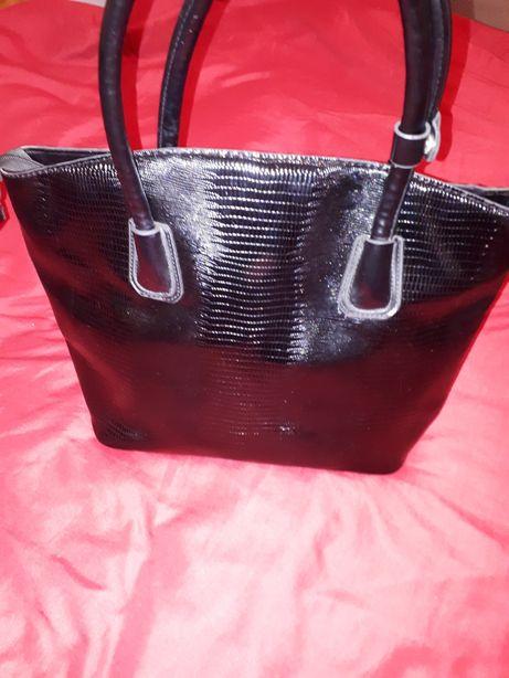 Czarna torebka A4
