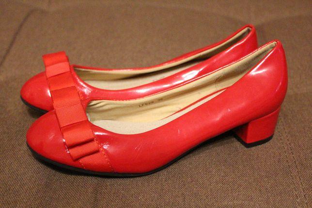 Туфли лодочки новые лаковые , размер 37