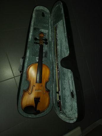 Violino de madeira novo