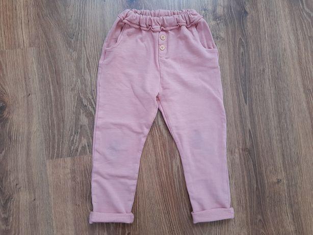 Różowe spodnie z Zary