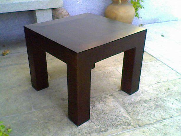 Mesa de centro em madeira maciça