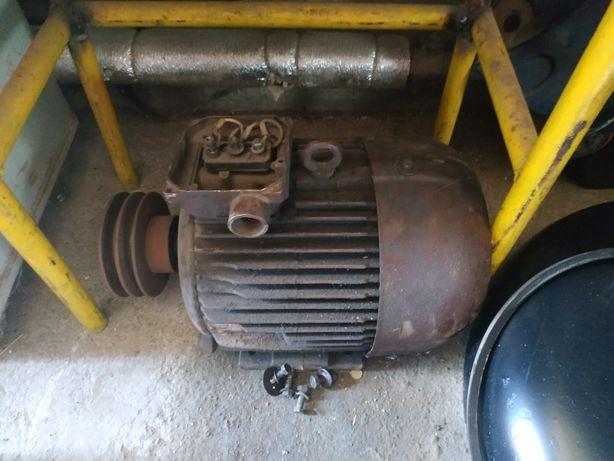 Продам электродвигатель 7,5квт со шкивом