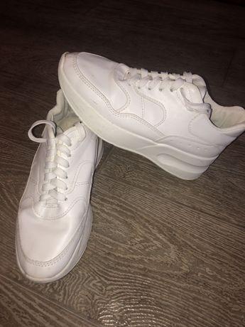 Белые кроссовки 39 р.