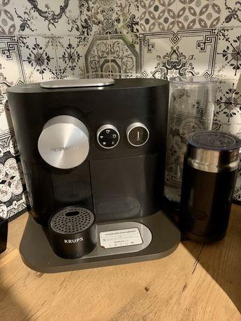 "Ekspres do kawy Krups Nespresso ""Expert&Milk Black"""