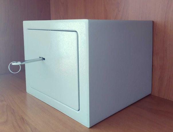 сейф мебельный  AF454 в отличном состоянии