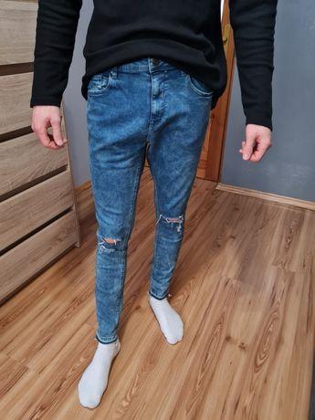 Niebieskie spodnie z przetarciami pull&bear