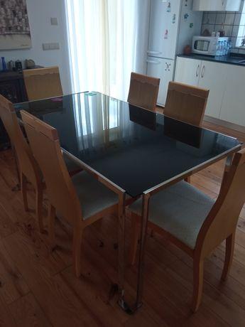 Mesa em vidro e cadeiras pele de avestruz