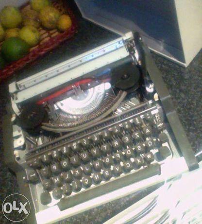 2 Maquinas de escrever