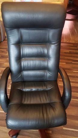 Офісне крісло для керівника