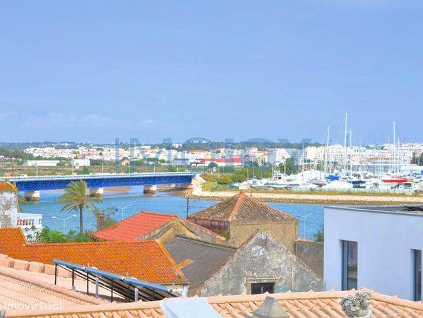 Apartamento T2 Com Uma Excelente Vista Rio No Centro Hist...