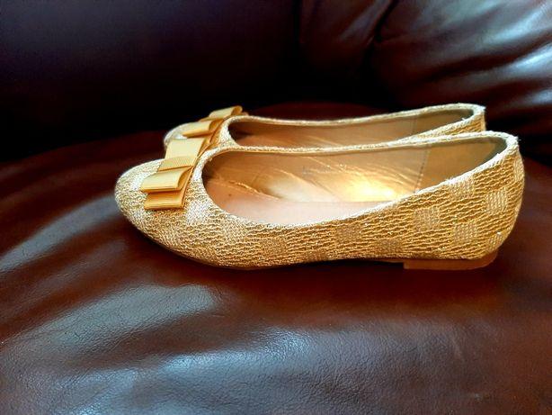 Złote  balerinki