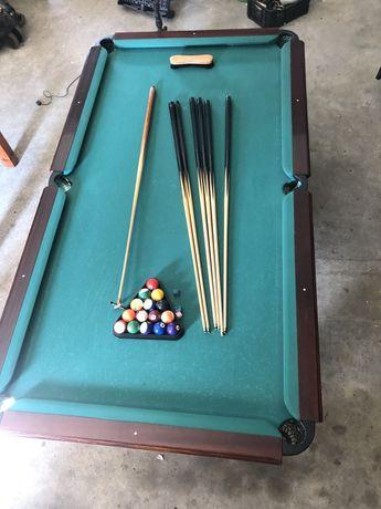 Mesa de snooker com acessórios
