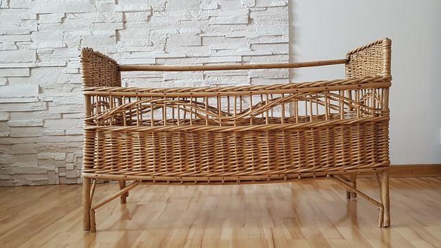 Plecione łóżeczko dla dziecka antyk z 1960 roku