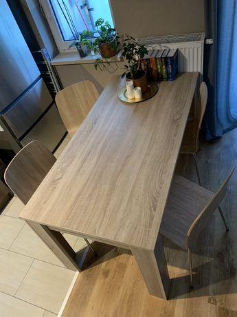 Stół drewniany i krzesła