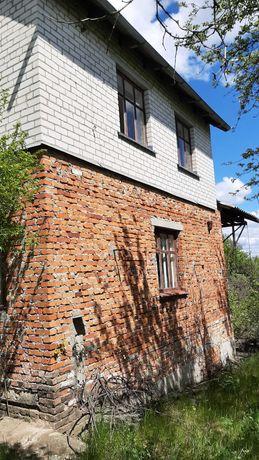 Дачний будинок  на три поверхи з гаражем