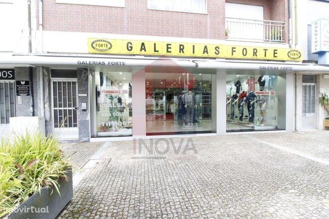 Loja de vestuário no centro da Vila