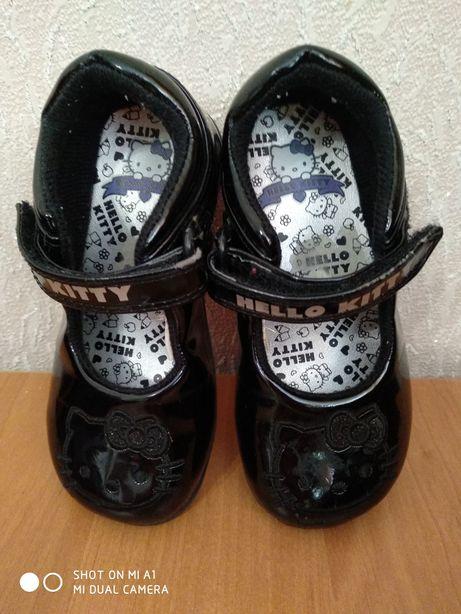 Туфли Hello Kitty лаковые.