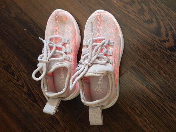 Buty swiecace wiosna rozm.25 stan bdb dł wkładki 15,5 cm