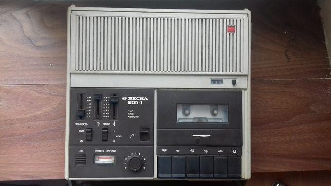 Магнитофон ВЕСНА 205 в коллекционном состоянии
