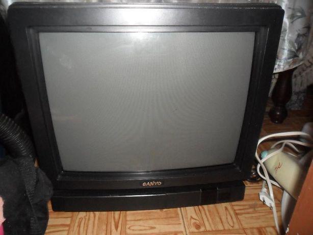 TV sanyo C1710TX de 42 cms de diâmetro avariada