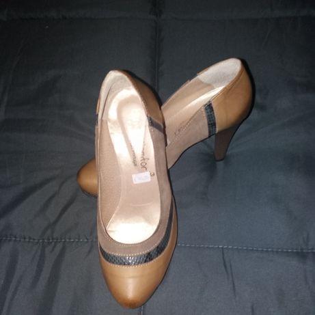 Calças e sapatos novos