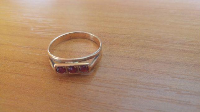 Złoty pierścionek p585 2,37g r17