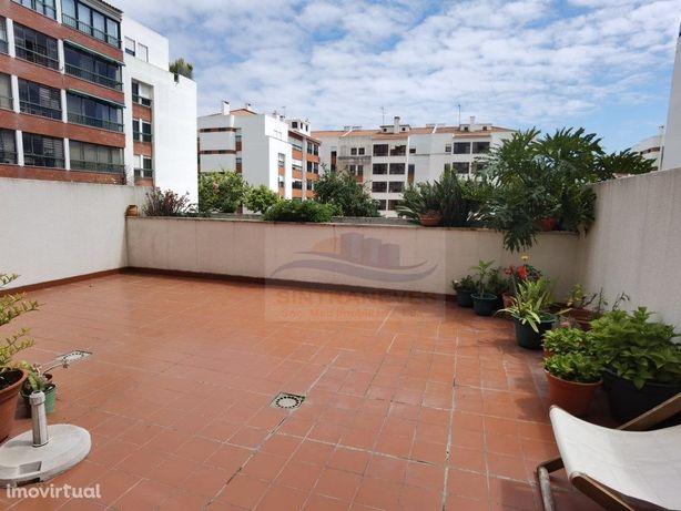 T2 com enorme terraço junto ao Parque dos Poetas!