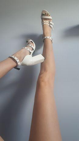 Sandały biale PrettyLittleThing