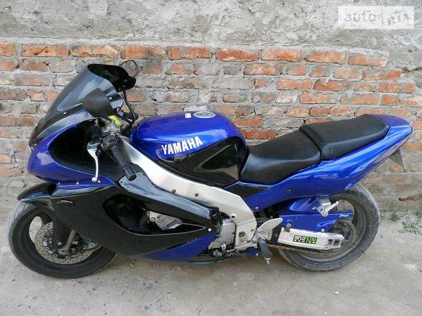 *Yamaha YZF1000r*