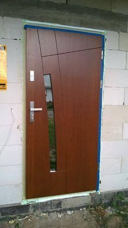 Drzwi wejściowe sosnowe model Icak- komplet