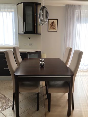 Stół z krzesłam firmy Klose