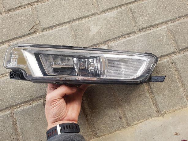 VW PASSAT B8 10r- halogen prawy lampa przód