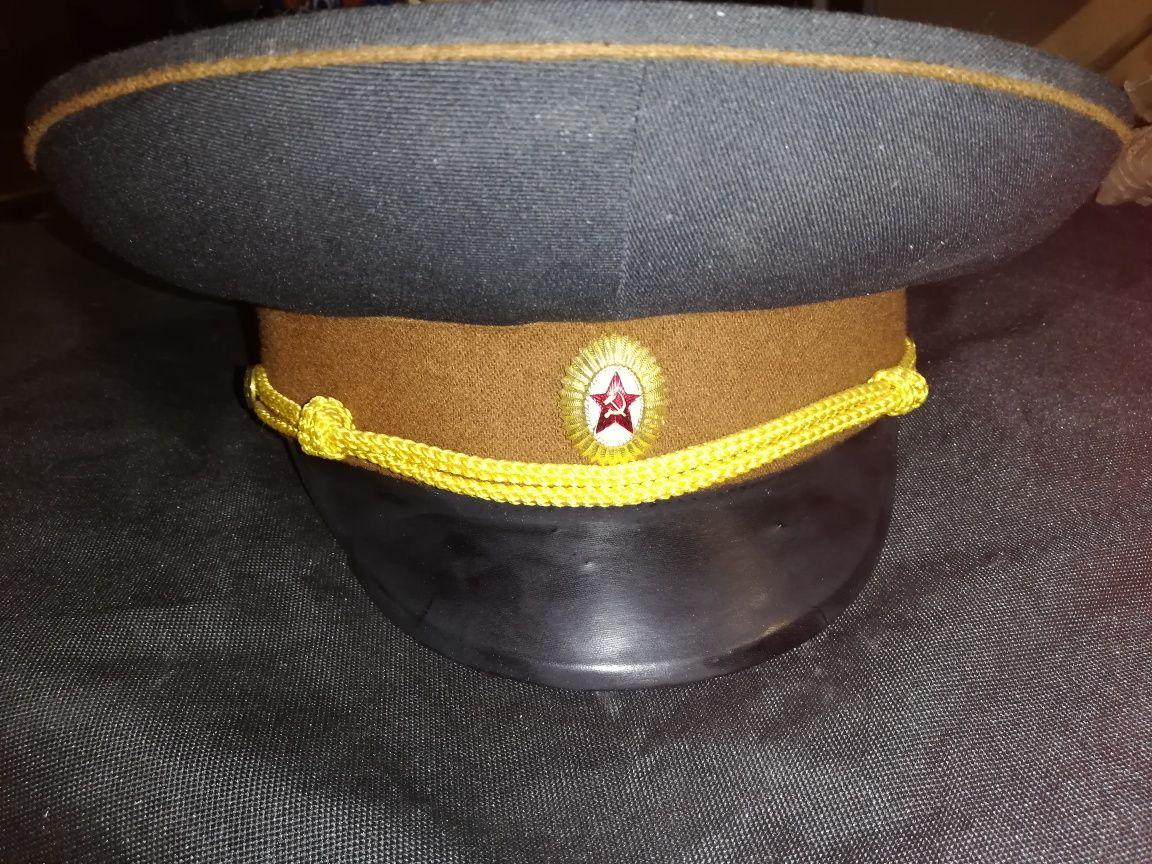 6. Wojskowe czapki, sowieckie, lotnicze, marynarki wojennej
