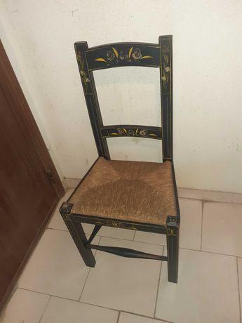 Cadeira em Madeira Pintada à  Mão