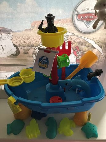 пиратский корабль игровой столик + лейка+ водный пистолет