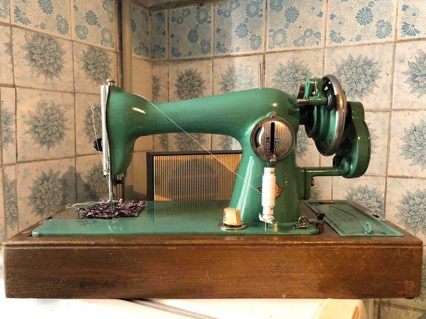 Швейная машинка ручная рабочая