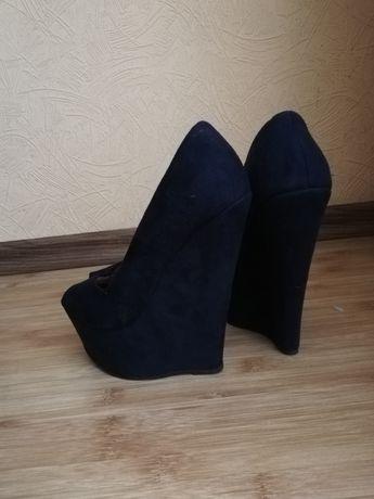 Туфли на каблуке замшевые , босоножки на танкетке, туфли 36 р