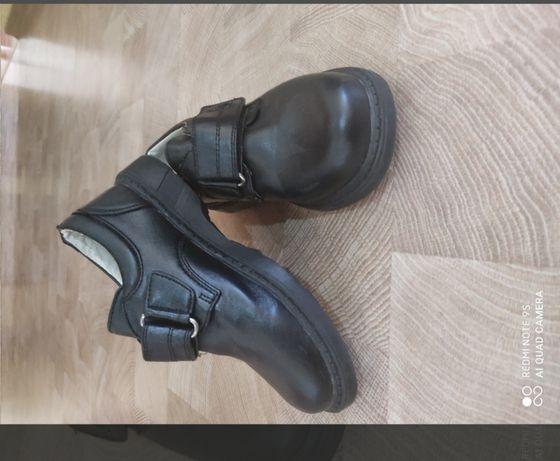 Кожаные ботинки.На мальчика.29 р