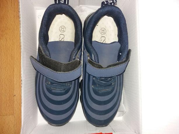Продам новые детские кроссовки