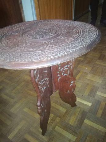 Mesa em madeira trabalhada