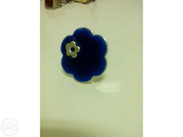 Anel com flor azul (portes incluídos)