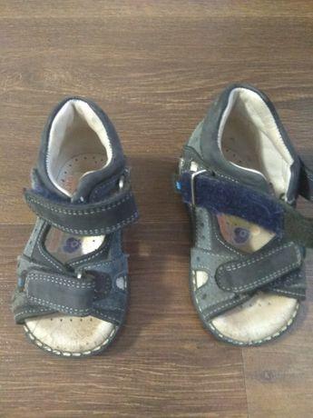 Продам ортопедичні сандалі