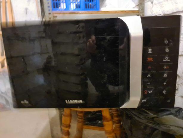 Mikrofalówka Samsung używana. Stan dobry.
