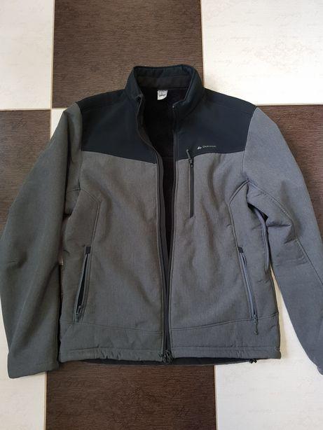Зимова чолвіча курточка Quechua чорно-сірого кольору